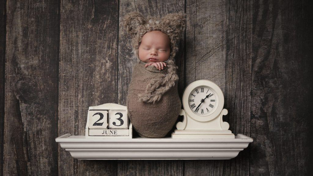 When should I book my newborn photo shoot? 1
